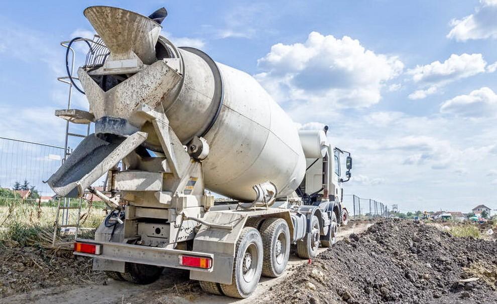 Чем доставляют бетон на объект?